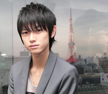 注目の若手俳優・本郷奏多さんの出身大学を知っていますか?のサムネイル画像