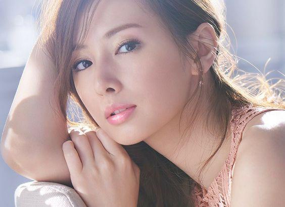 北川景子の眉毛を徹底リサーチ!なりたい顔No.1にあなたもなれる!?のサムネイル画像