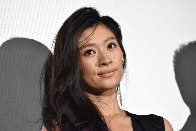 篠原涼子の結婚相手はあの俳優!!二人の出会いとは?結婚式とは?のサムネイル画像