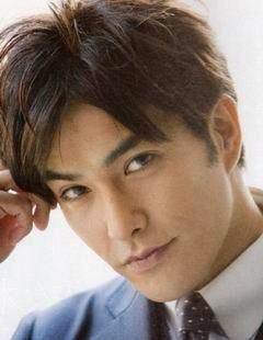 演技派俳優【北村一輝】大人の男が熱愛する彼女はどんなひと?!のサムネイル画像