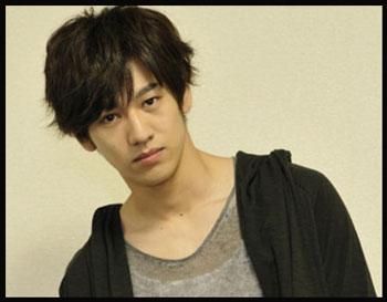 兄はあの超人気俳優のEさん!永山絢斗さんの過去の熱愛彼女とは?のサムネイル画像