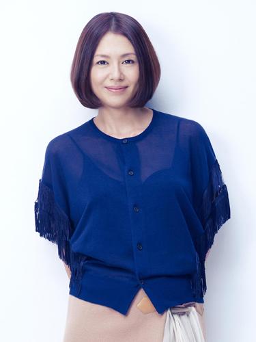 ファンの方は注目?キョンキョンこと小泉今日子さんの水着姿画像のサムネイル画像