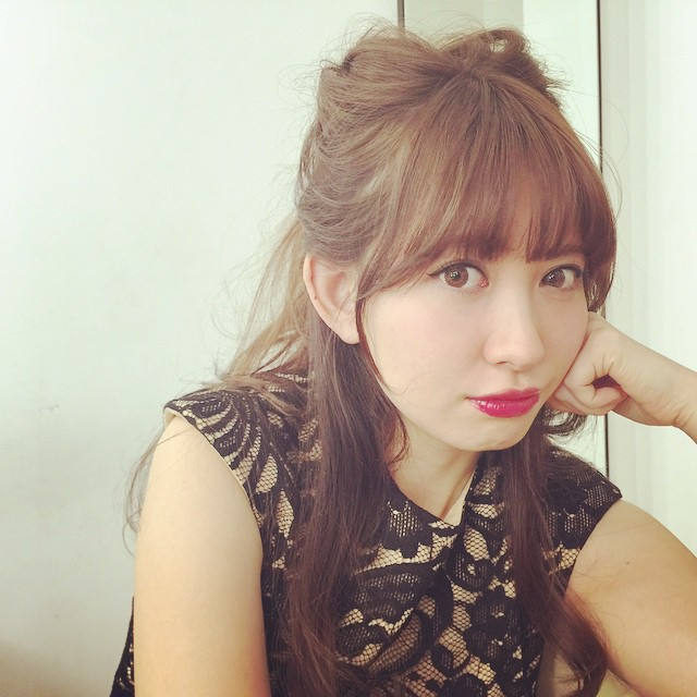 とっても可愛い小嶋陽菜さん!ずっと噂されている卒業はあるの?のサムネイル画像
