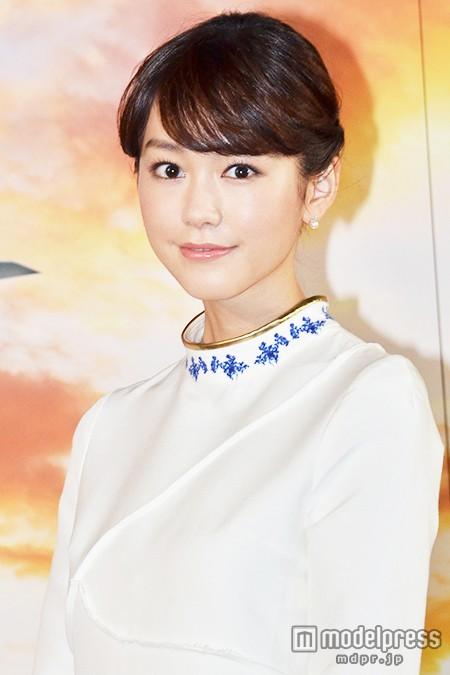 モデルの桐谷美玲が水着姿を堂々と披露!?自慢のボディライン?のサムネイル画像
