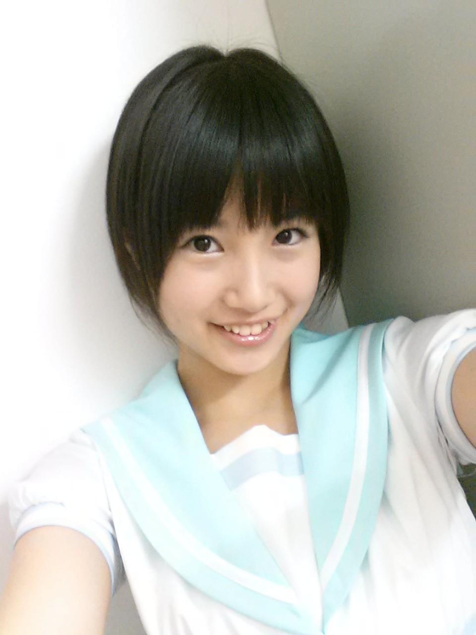 HKT48の妹キャラ!笑顔が眩しい朝長美桜の水着画像を集めました!のサムネイル画像