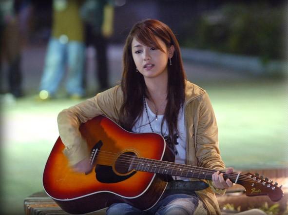 沢尻エリカがギターの弾き語り!人気ドラマ「たいようのうた」とは ...