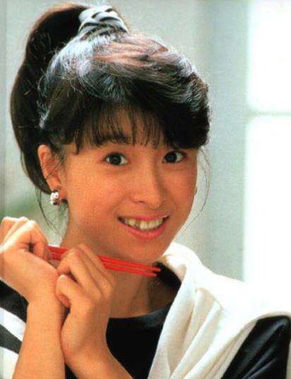 80年代アイドルきってのナイスバディ!河合奈保子の水着画像集です!のサムネイル画像