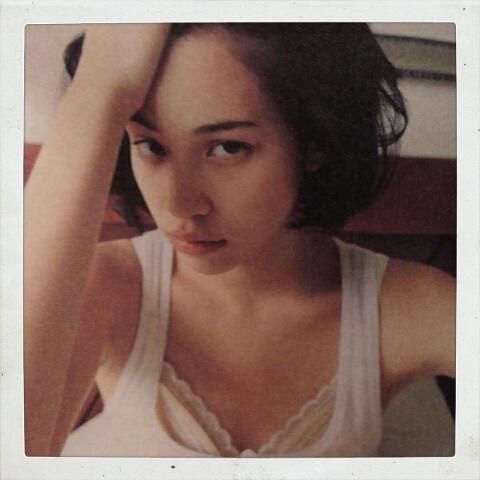 今売れに売れている人気女優の水原希子の貴重な水着写真を集めたよ!のサムネイル画像