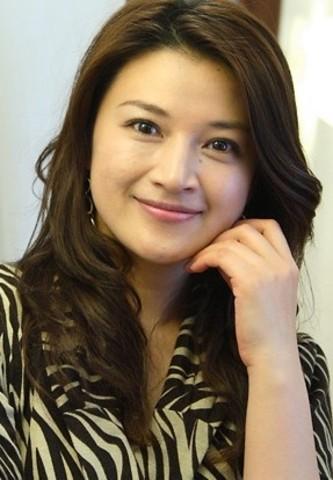 島崎和歌子のヘアスタイルは普段使いの参考要素がてんこ盛り!のサムネイル画像