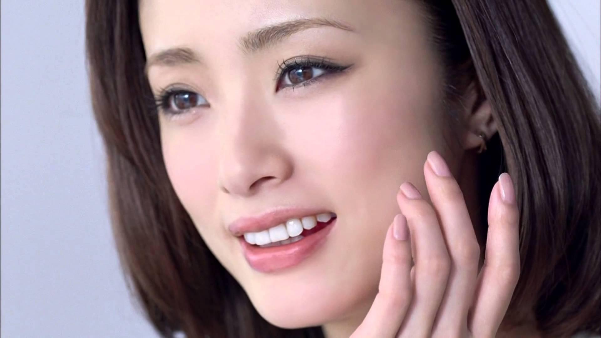 透き通る肌の持ち主!女優、上戸彩さんのメイク方法とは!?のサムネイル画像