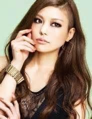 姉のSAYUKIはモデルで歌手!