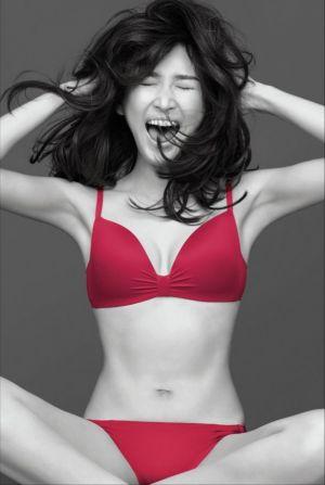 【2児の母・紗栄子】ピーチ・ジョンでセクシーすぎる水着風下着姿をの画像