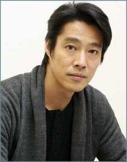 俳優の堤真一が50代目前で結婚!...