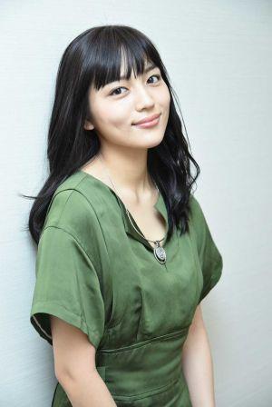 大人気女優・川口春奈の私服はどんなもの?衣装とくらべてみた!の画像