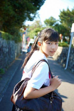 最近、キレイ度が増した女優の川口春奈さん。生年月日はいつ?の画像