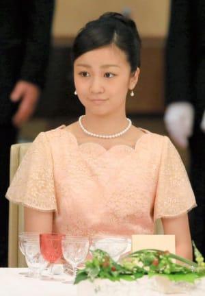 佳子さまの私服がオシャレで可愛いと話題に!!!皇室愛用ブランドは?の画像