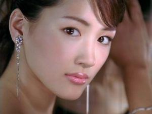 国民的女優綾瀬はるかのバストがやばい!そのスタイル維持方法とは?の画像