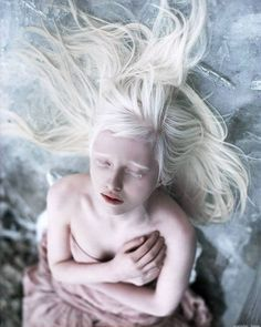 エルフの女王?アルビノのモデル、ナスチャ・クマロヴァとは?の画像