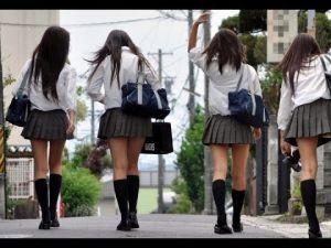 AV?!【ザ!世界仰天ニュース】女子高生が生着替え&生下着?!の画像