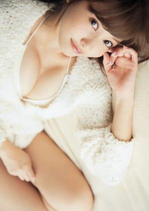 【ファン必見!】佐野ひなこの魅力溢れるFカップセクシー水着姿まとめ!の画像