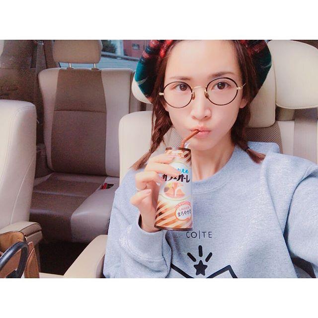 眼鏡をかけた紗栄子の画像